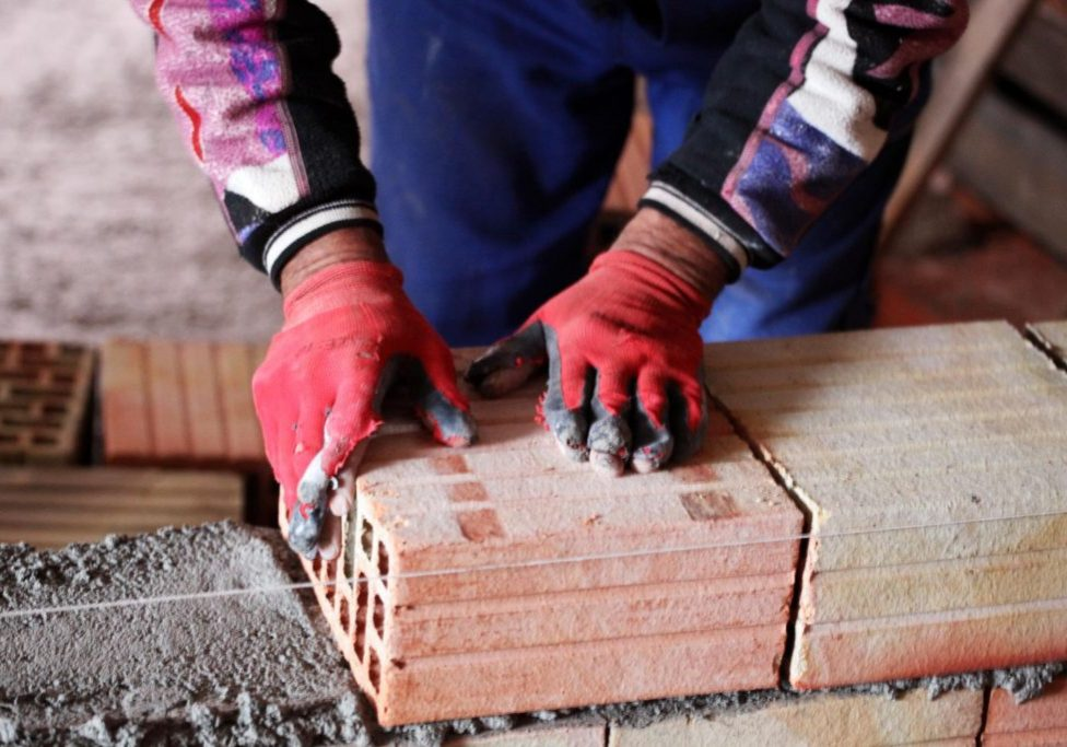this picture shows a bricklayer for simi valley concrete masonry